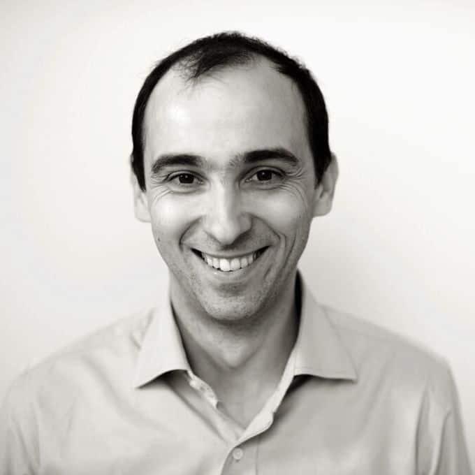 Portrettbilde av smilende mann