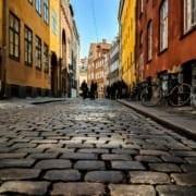 mennesker i gate i København