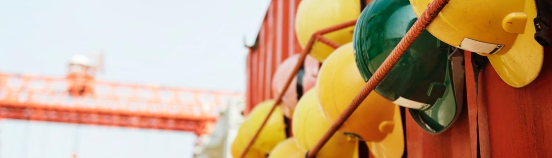 Hjelmer på kontainer - Outsourcing av innleieprosessen